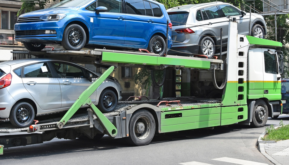 Cut Costs by Shipping Your Vehicle By having an Auto Transporter