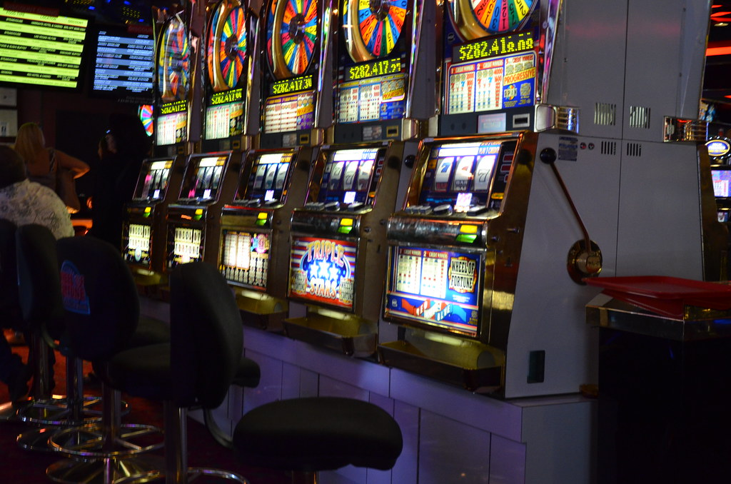 What Kinds of Advantages You Will Experience In Slot Machine Online?